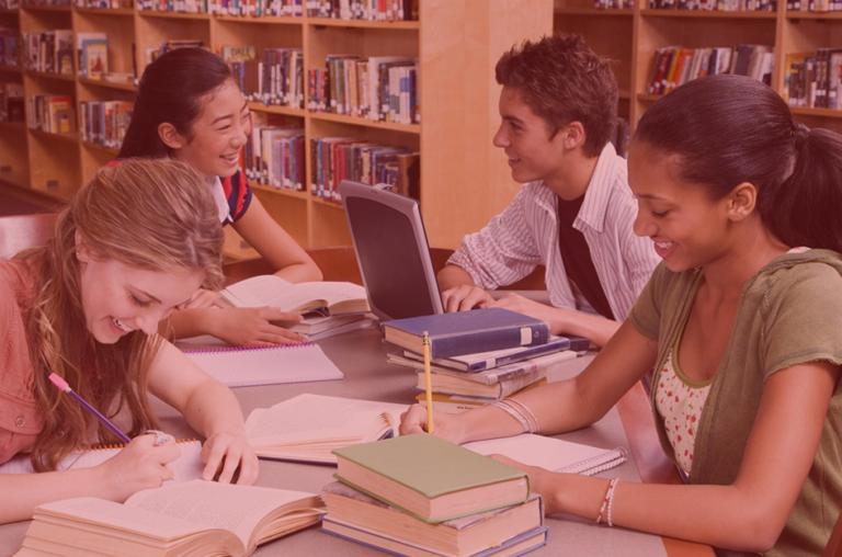 Como fazer uma gestão democrática na escola pública considerando o poder econômico educacional no atual cenário brasileiro